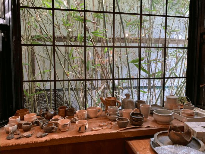 翠藍の陶器