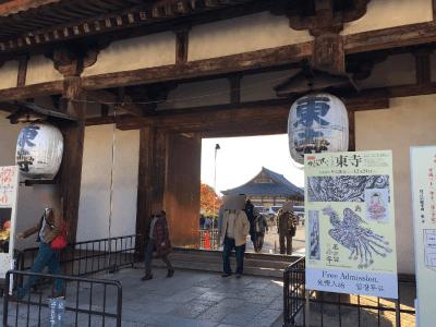 東寺の入り口